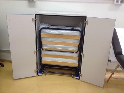 Armadi contenitore : Mobile contenitore con letto a scomparsa.