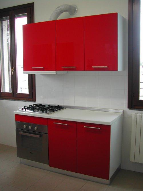 Cucina rossa per reparto ospedaliero progetto arredo modena - Progetto arredo cucina ...