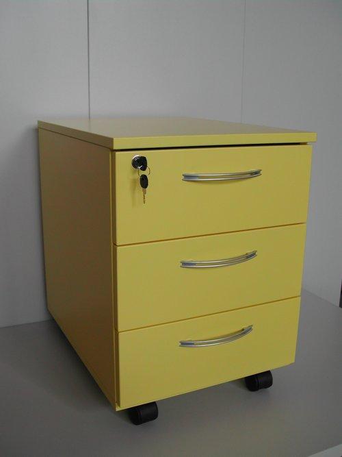 Cassettiera per ufficio di colore giallo.