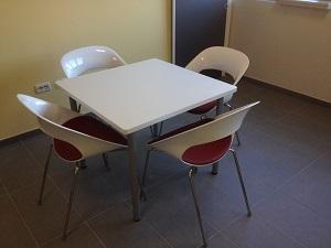 Tavoli : Tavolo con piano in Corian